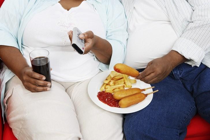 מדענים גילו שזוגות מאוהבים באמת נוטים להעלות במשקל