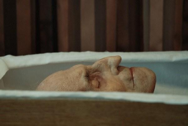 אדם שנפטר בבית אבות, השאיר מאחוריו משהו שגרם לכל האחיות להזיל דמעה
