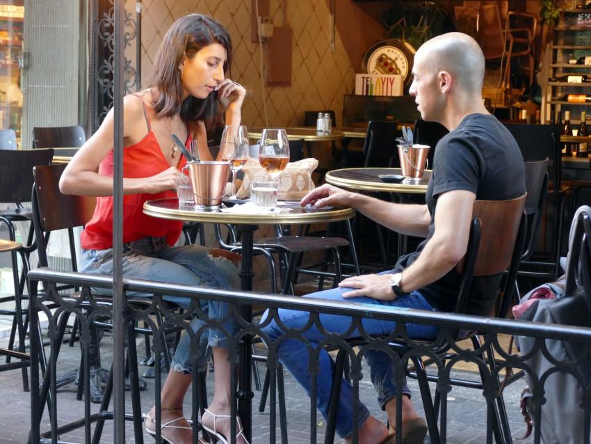 שרונה מרלין בדייט עם גבר מסתורי