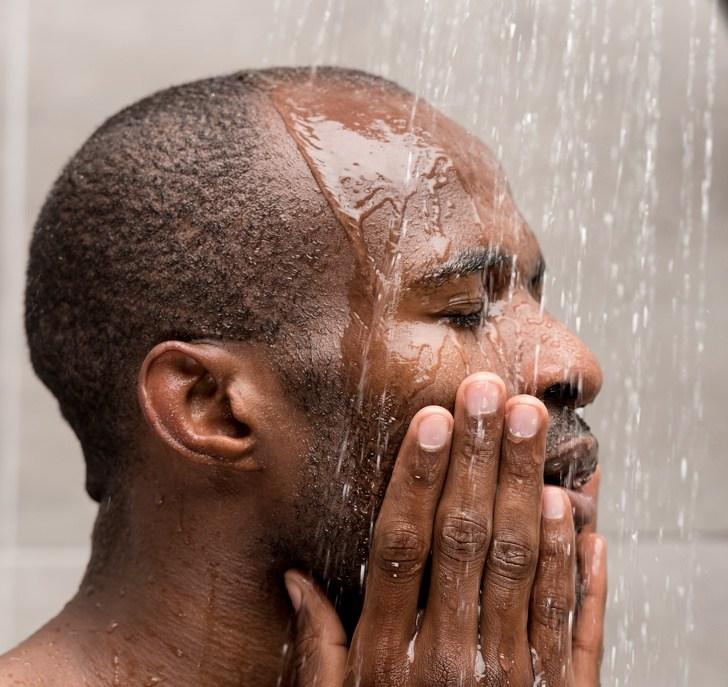 האיזור בגוף אותו אתם רוחצים קודם במקלחת אומר משהו על האישיות שלכם