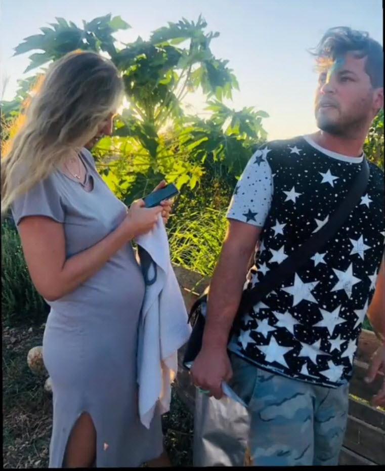 """מיכל אנסקי העלתה תמונה ללא בגדים וחטפה: """"את אישה בהריון, בושה וחרפה"""""""