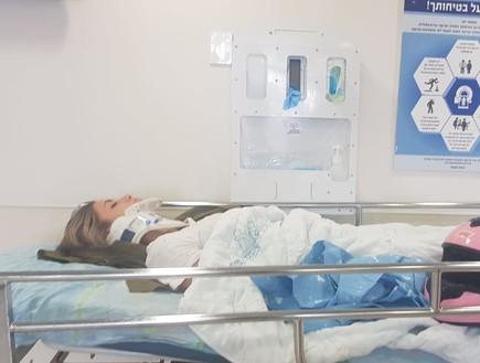 כוכבת הרשת והאקסית של השף טום אביב, גל גברעם, רכבה על אופנוע כשהייתה בדרכה לבסיס. רכב שפגע בה גרם לה לאבד הכרה וגברעם פונתה באמבולנס אל בית החולים