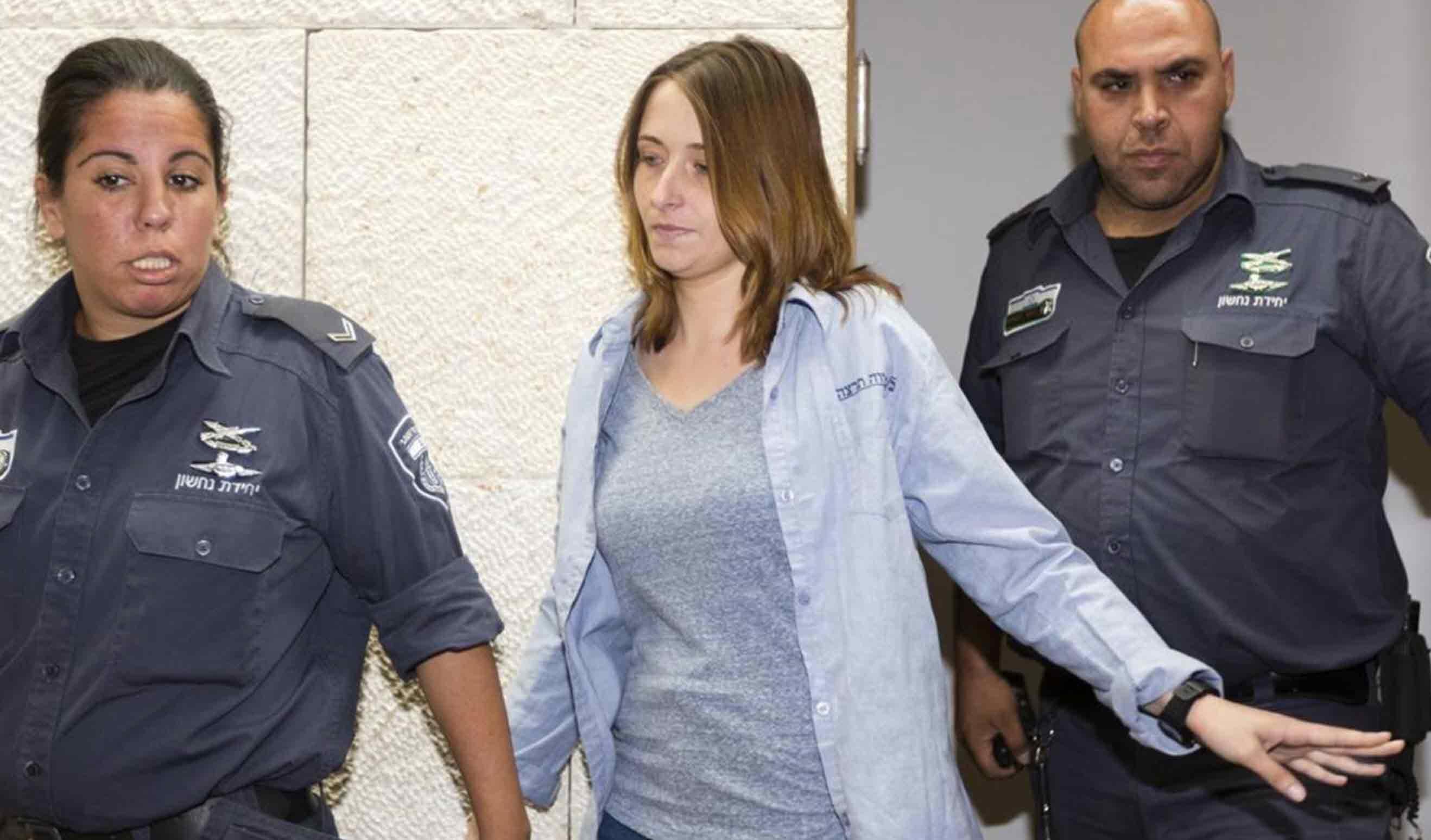הרוצחת מארי פיזם מגנה על בת דודה של טום קשתי בכלא!