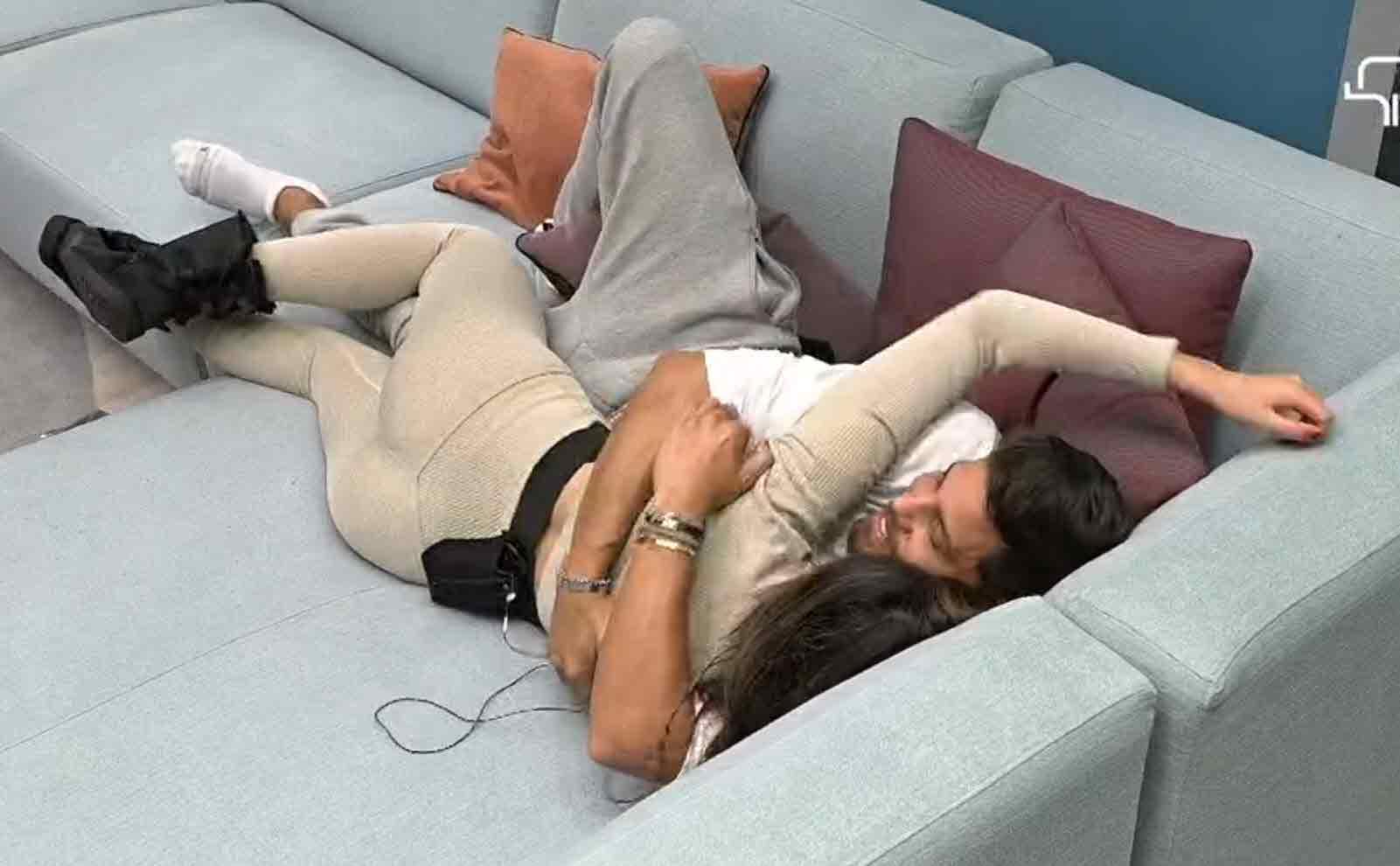 """דיוויד וקארין צמודים:""""הייתי מת לקפוץ לך למיטה כל בוקר"""""""