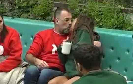 רמי ורד ולינור סביניק מתנשקים ליד כולם!?