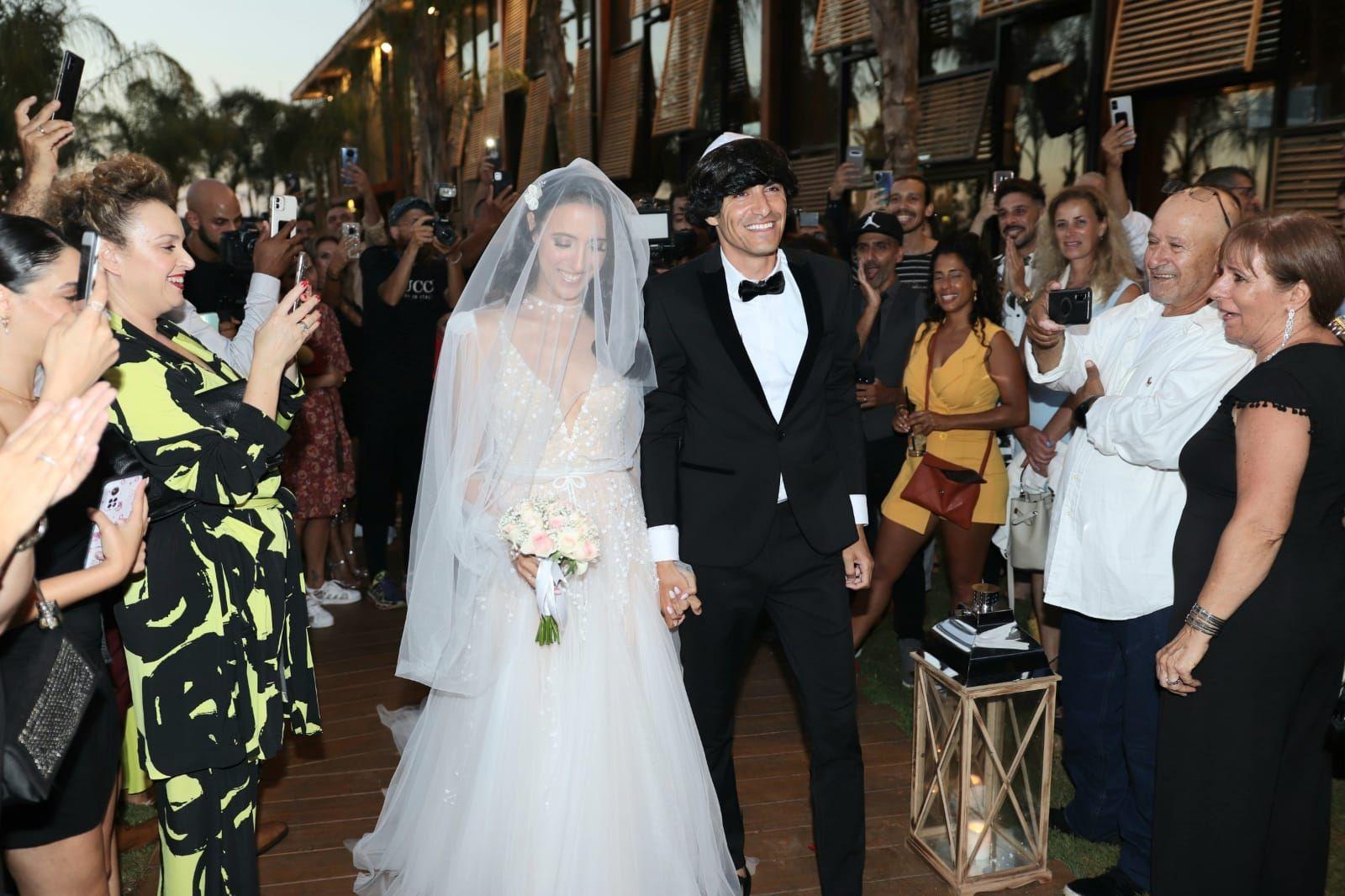 מזל טוב: החתונה של מני ממטרה ופרלה דנוך והריקוד הבלתי נשכח!