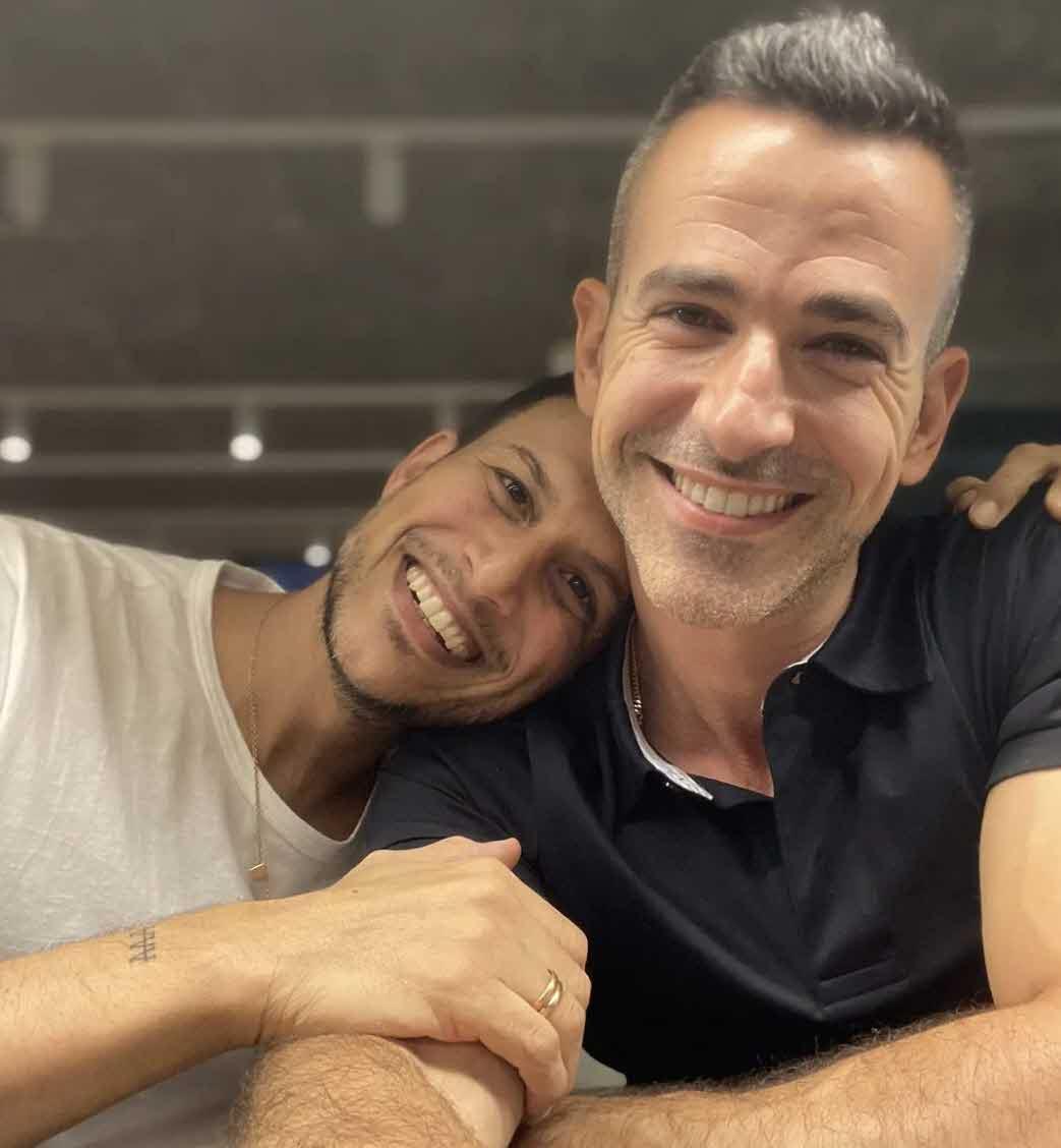 ההפתעה המרגשת של אסי עזר ואלברט אסקולה אחרי 8 שנות זוגיות!